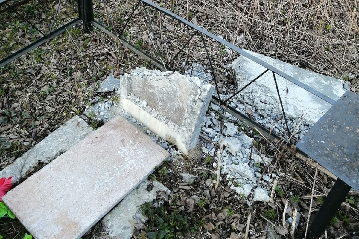 Полиция начала проверку по факту вандализма на кладбище в Кимрском районе