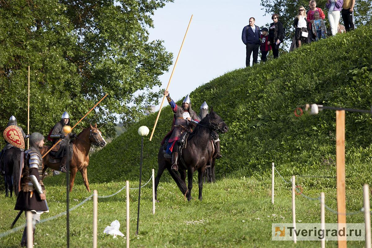 реконструкция конного похода Александра Невского в Торжке (20)