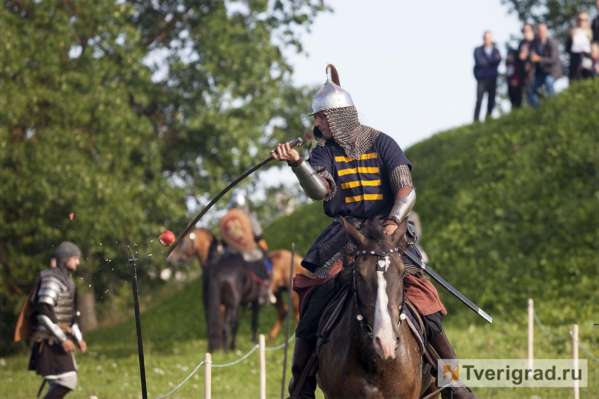 реконструкция конного похода Александра Невского в Торжке (22)