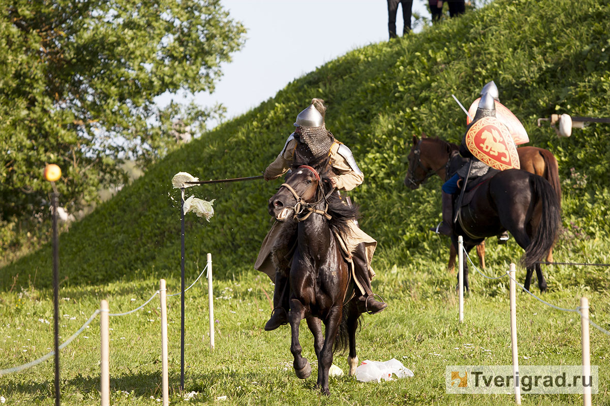 реконструкция конного похода Александра Невского в Торжке (23)